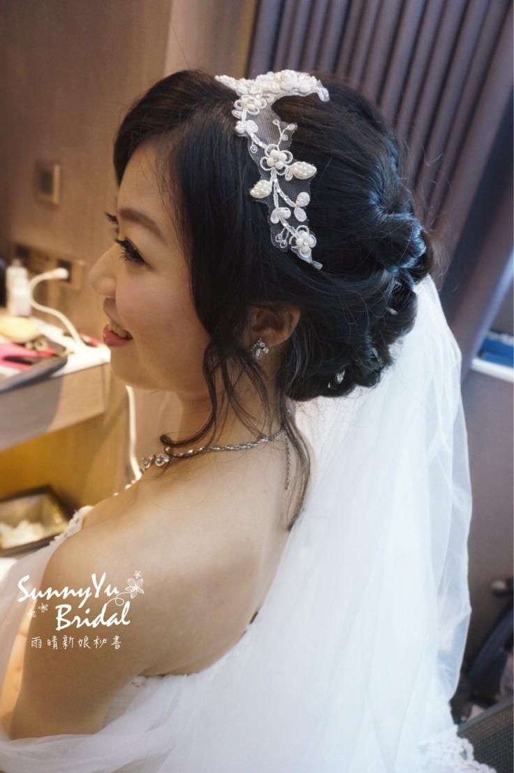 台北新秘|台北新娘秘書推薦|新娘秘書雨晴|白紗造型|新娘髮型|黑髮新娘|蕾絲髮帶|兄弟大飯店|編髮造型
