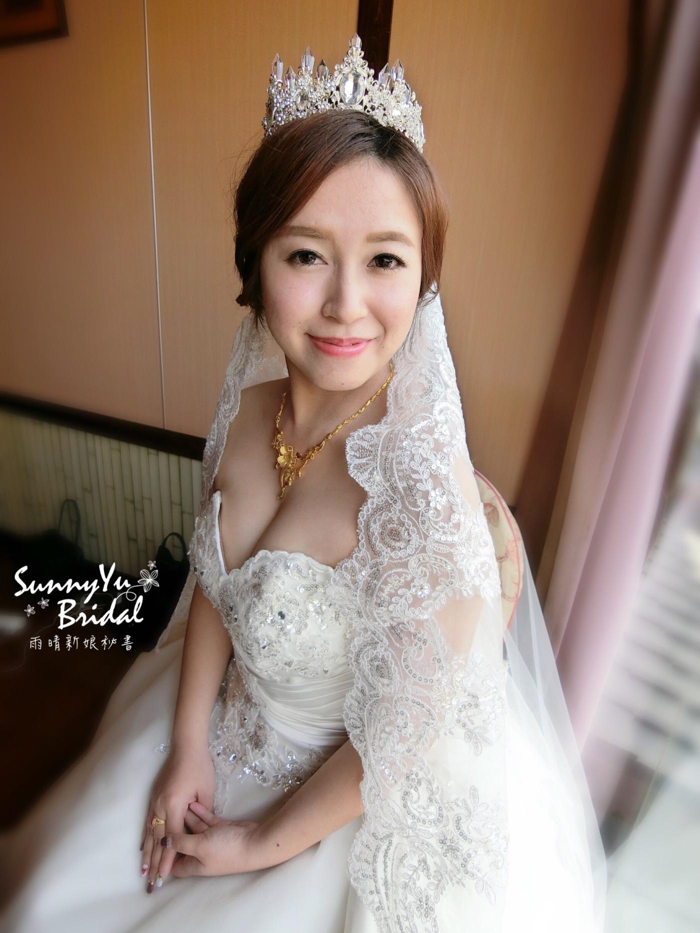 新娘白紗造型|新娘秘書雨晴|嘉義新娘秘書|長頭紗造型|皇冠造型