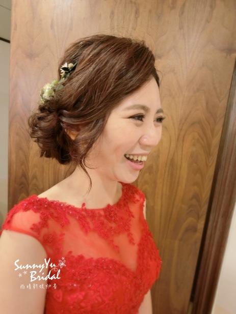 文定造型|新娘髮型|乾燥花|紅色禮服|日系盤髮造型|台北新秘雨晴|內湖新秘雨晴