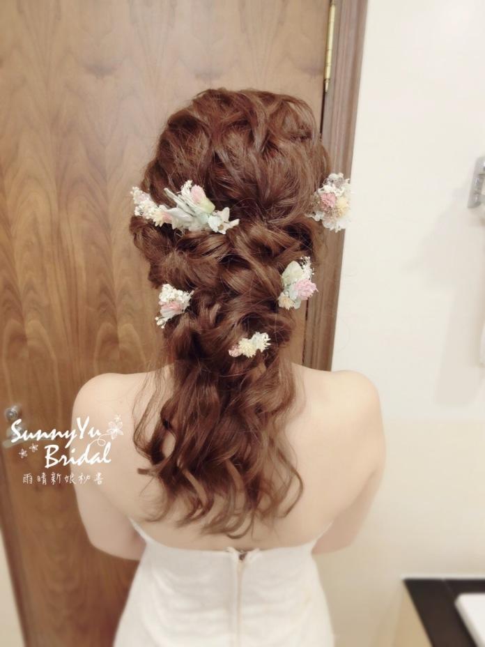 類白紗造型|新娘髮型|乾燥花|夢幻仙女髮型|日系造型|台北新秘雨晴|內湖新秘雨晴