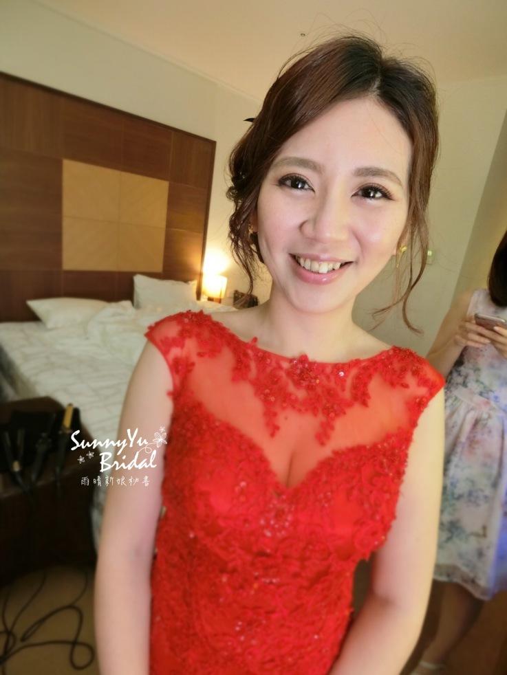 文定造型|新娘彩妝|乾燥花眼妝|紅色禮服|清新自然|台北新秘雨晴|內湖新秘雨晴