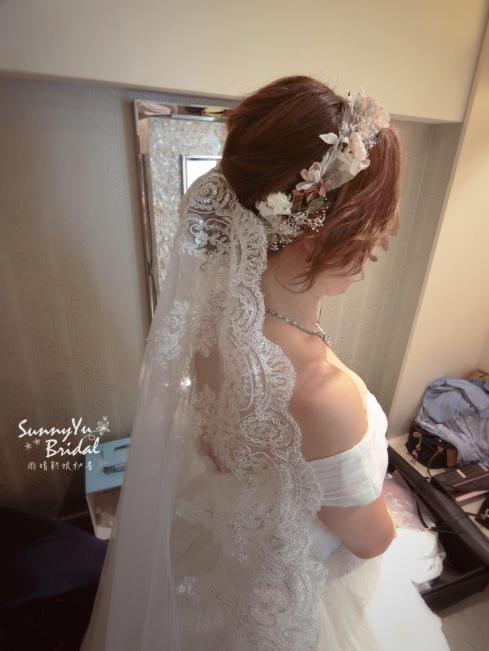 白紗造型|短髮新娘髮型|乾燥花飾品|長頭紗|低盤髮|台北新秘雨晴|內湖新秘雨晴