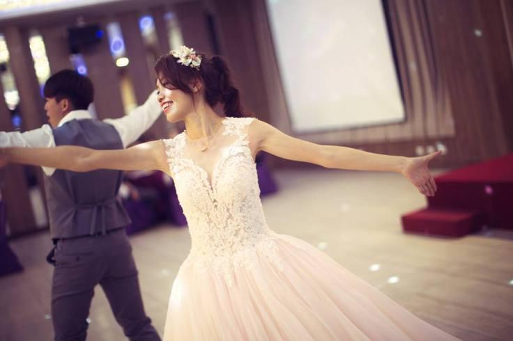 結婚晚宴Party跳舞|新娘髮型|高馬尾俏麗造型|類白紗|嘉義新秘推薦|新秘雨晴SunnyYu