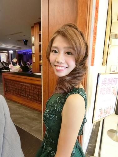 嘉義新秘推薦|新娘秘書雨晴SunnyYu|新娘二進造型|敬酒造型|鈺通飯店|