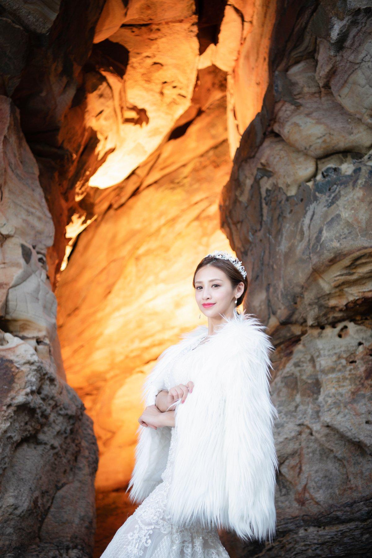 台北新娘秘書|新娘妝髮|新秘雨晴|婚攝彭彭|貳月婚紗|女王氣勢|皇冠|拖尾白紗|馬尾造型